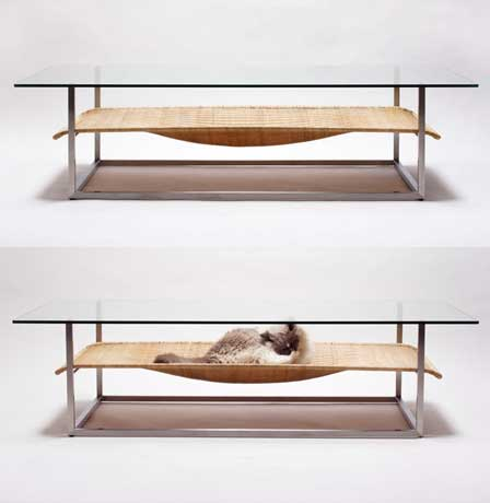 Mesa con hamaca incorporada